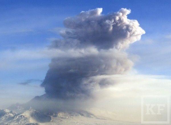 Вулкан Шивелуч на Камчатке выбросил столб пепла высотой 6 км
