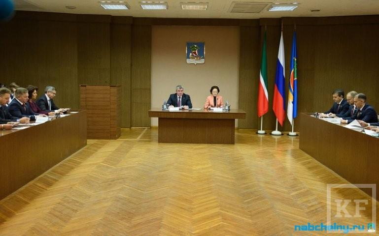 Депутаты выбрали Рината Абдуллина главой исполкома Челнов, а коммунисты предложили создать общественный совет в городе