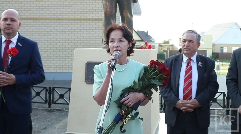 Ленин опять фактор политики. В Челнах впервые за много лет открыли единственный памятник создателю СССР