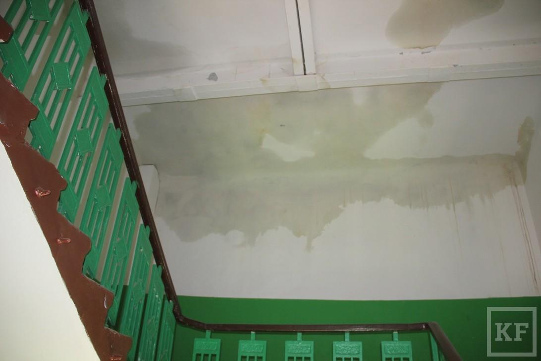 В Казани начался ремонт разрушенной ураганом крыши дома на Павлюхина