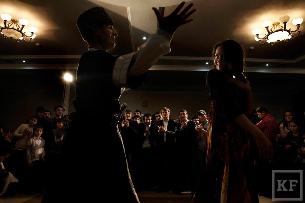 В Грозном запретили пить и стрелять на свадьбах