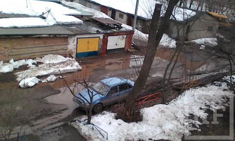 Жительница Бугульмы пожаловалась, что из-за луж во двор своего дома она вынуждена «заплывать»