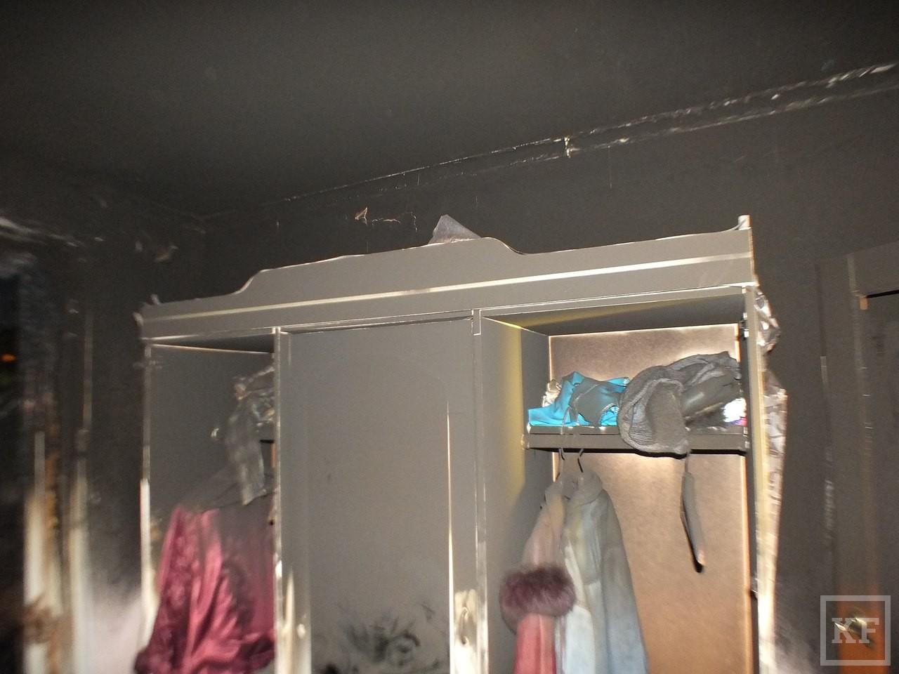 В Нижнекамске из-за пожара на балконе жилого дома эвакуировались 20 жильцов