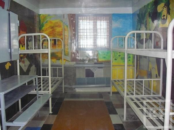 Для детей в Бугульминском сизо появилась камера с мультперсонажами на стенах