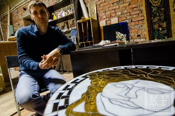 Волшебство из стекла: казанский мастер по витражам украшает стены храмов и определяет по картинам человеческую суть