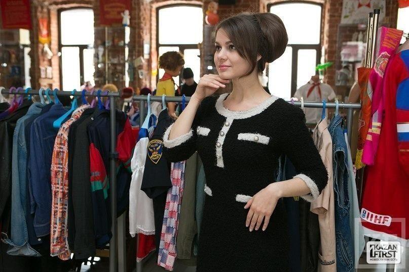 Выставка советских причёсок: Бриджит Бардо с консервной банкой