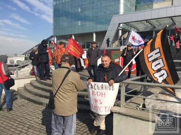 В Казани проходит пикет против приезда Михаила Касьянова