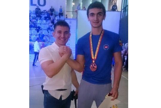 Студент из Чистополя стал призером чемпионата Европы по армреслингу
