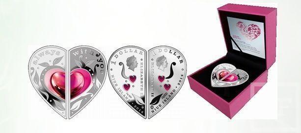 Татфондбанк выпустил в продажу серебряные монеты в форме сердца