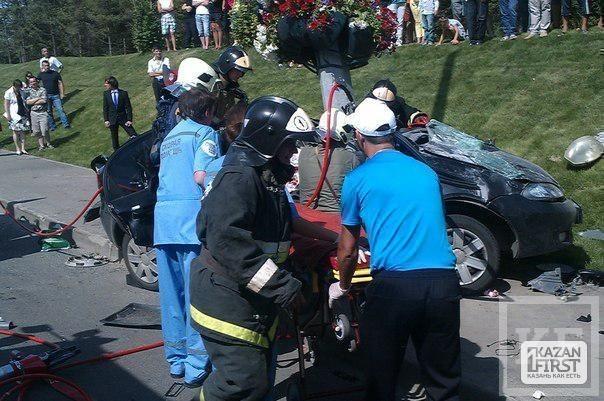 Подробности ДТП около моста Миллениум - спасатели МЧС выпиливали водителя из покореженного Chevrolet [фото]