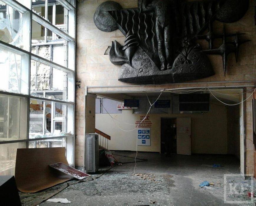Житель Донецка опубликовал фото разгромленного аэропорта