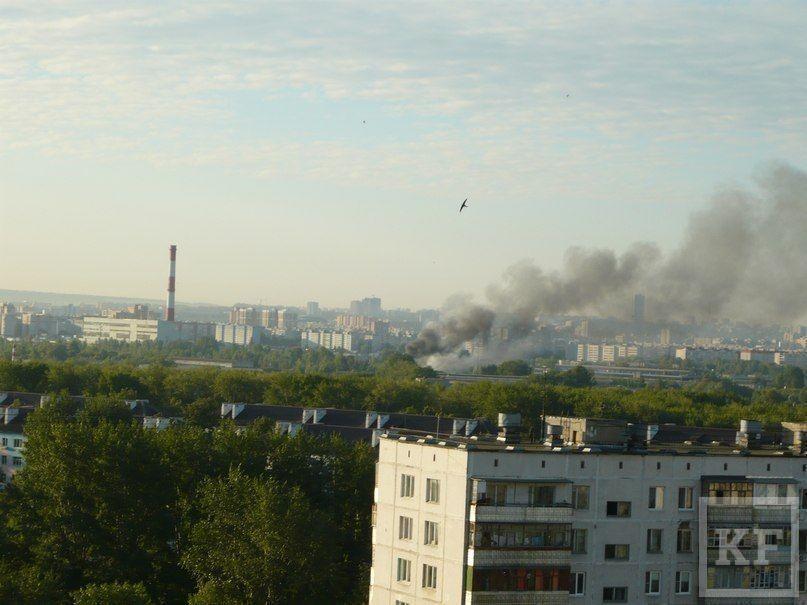 Небо над Казанью задымлено из-за пожара на улице Короленко [фото]