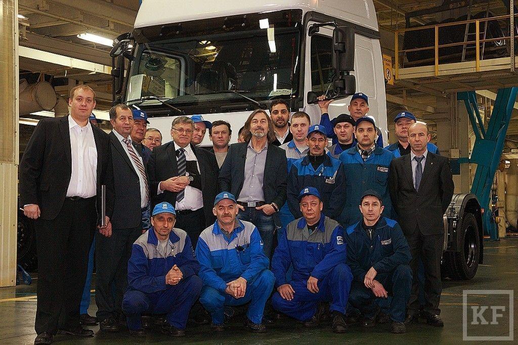 Известный художник Никас Сафонов посетил автомобильный   завод ОАО КАМАЗ