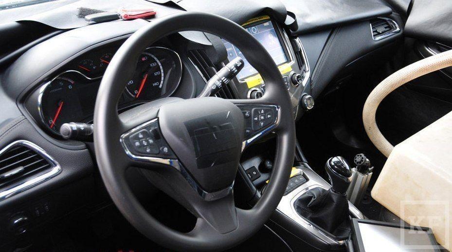 Chevrolet Cruze 2015 попался в объективы шпионов