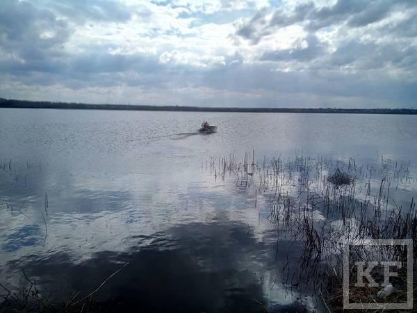 В Челнах спасатели вытащили из озера пьяного тонувшего рыбака