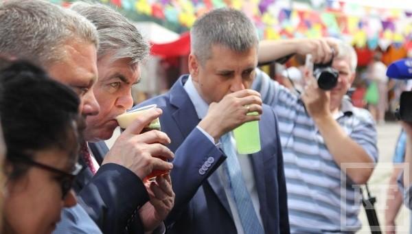 Мэров Тольятти и Челнов «из-под полы» накормили мороженым «Обамка»