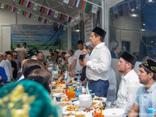 Ильсур Метшин посетил ифтар в мечети «Ярдэм»