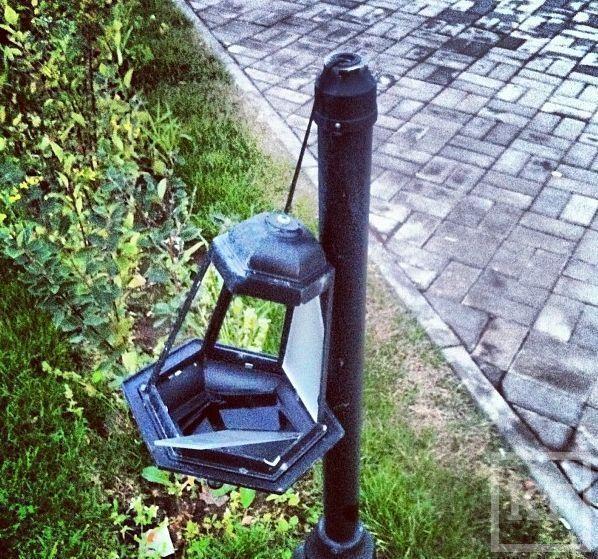 В Казани на площади тысячелетия вандалы разбили фонари