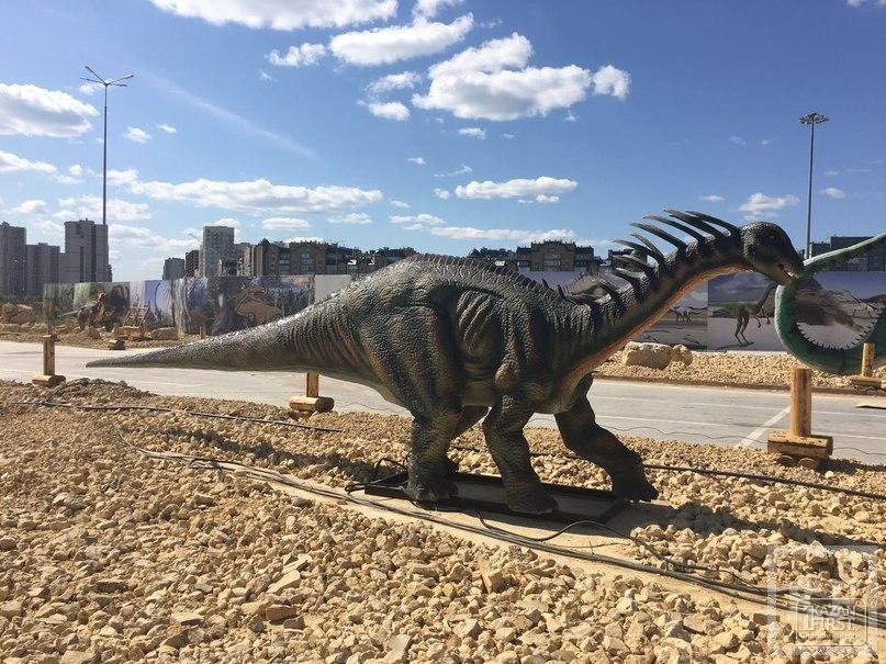 В Парке динозавров в Казани установили первых гигантских ящеров