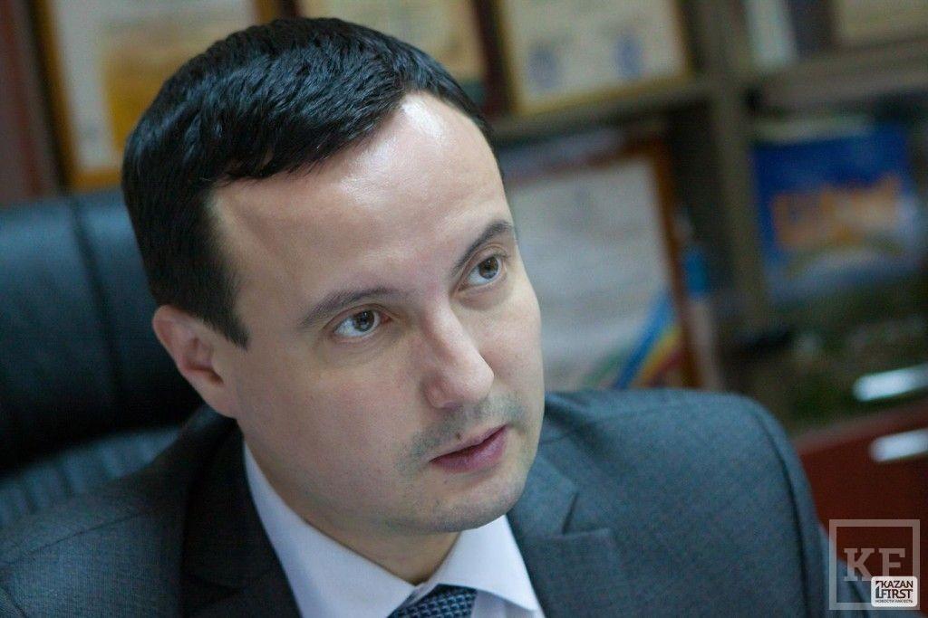 Депутат-единоросс, перебежавший к Ходорковскому, продолжает делать вид, что ничего не произошло. Он отказался добровольно покинуть ЕР