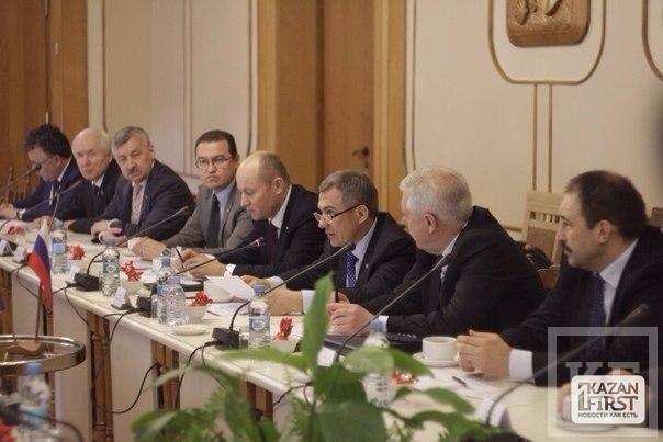 В Верховном Совете Крыма проходит встреча Рустама Минниханова с парламентом автономии