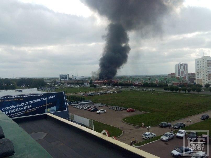 В Набережных Челнах горят склады возле рынка «Караван»
