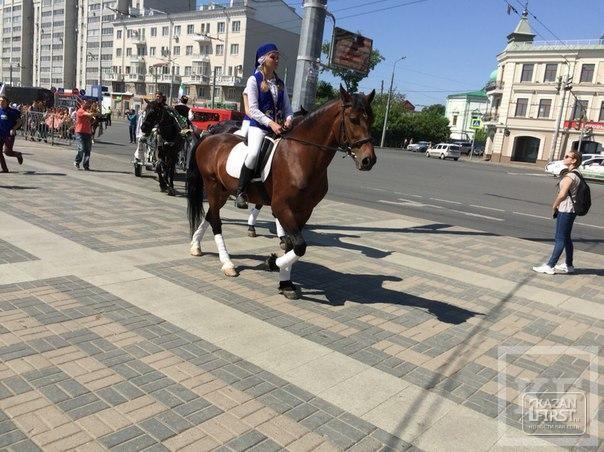 В Казани запустили конные повозки, собирающие подарки на Сабантуй