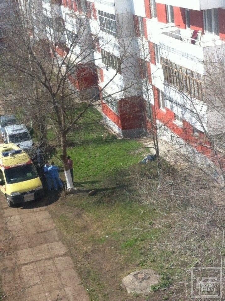 80-летняя жительница Челнов разбилась, упав с высоты пятого этажа
