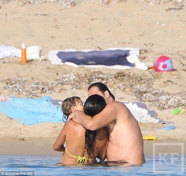 В интернете появились фотографии с топлес отдыха Пенелопы Крус [фото] 18+
