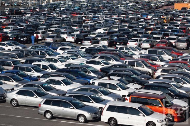 В январе-июне россияне купили на 40% меньше автомобилей, чем в прошлом году