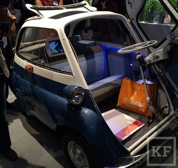 Рустам Минниханов выложил в Instagram фото необычных автомобилей с выставки пластмасс в Дюсельдорфе