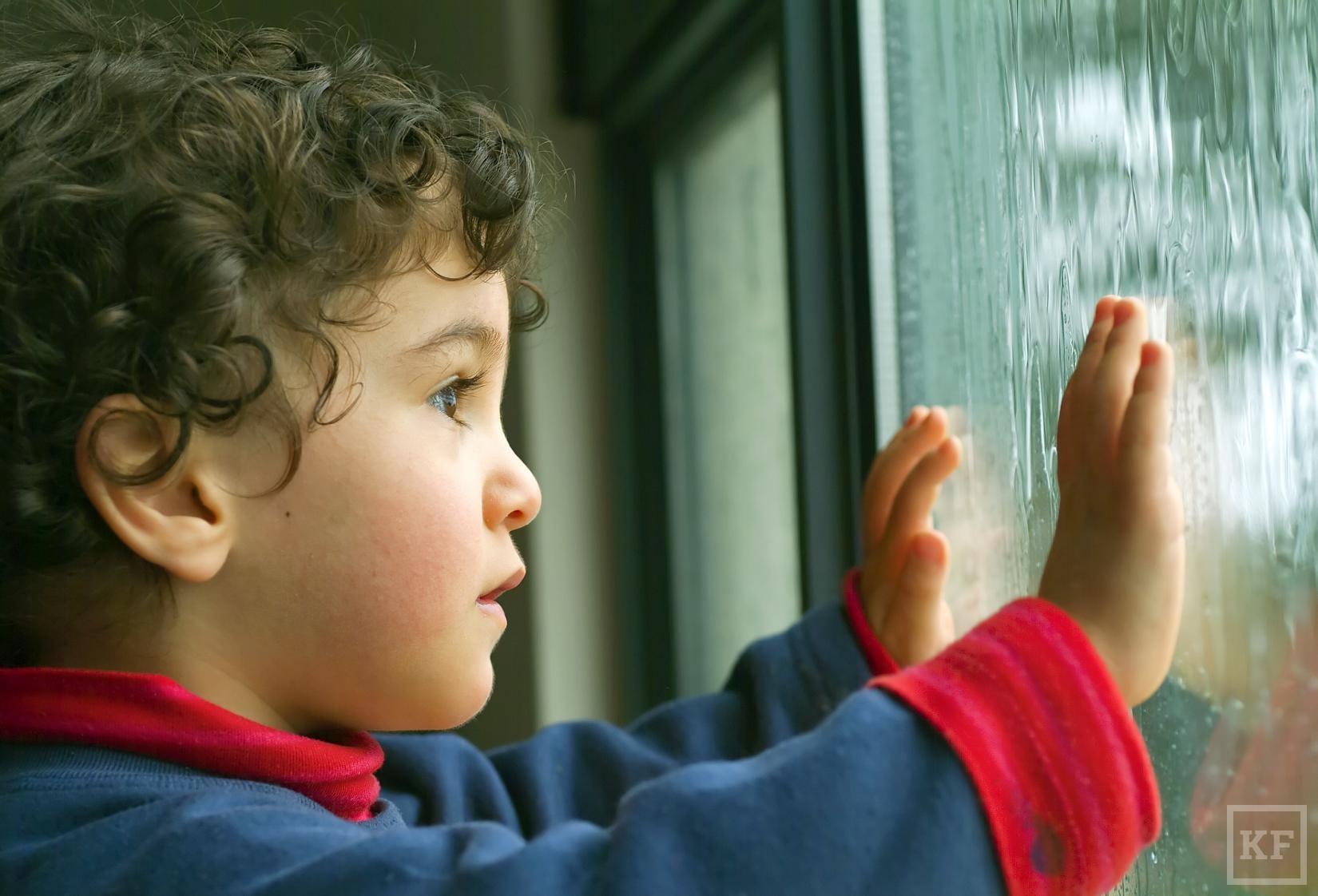 child_at_window