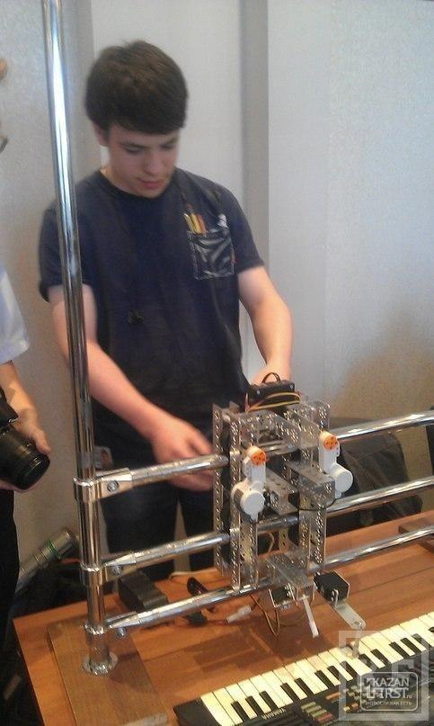 В Казани проходит фестиваль робототехники: школьники представили «Металлического Моцарта» и шлем для незрячих