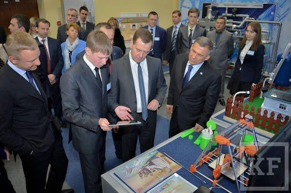 Медведев в Казани: Россия слишком подсела на «импортную иголку»