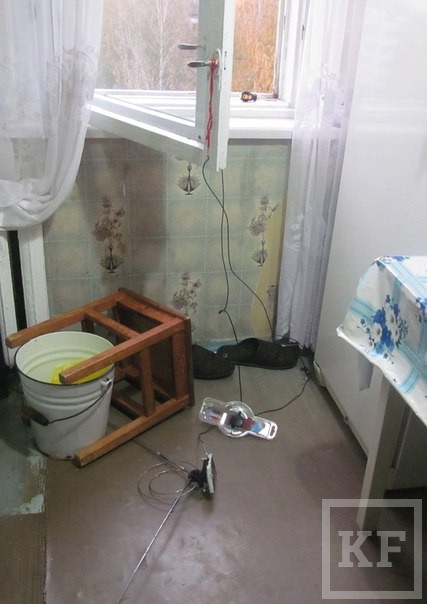 Житель Нижнекамска разбился насмерть, выпав из окна во время монтажа антенны