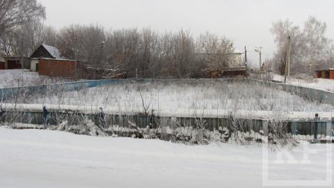 Житель Чистополя пожаловался на ветхое состояние хоккейной коробки в поселке Водников – «Народный контроль»