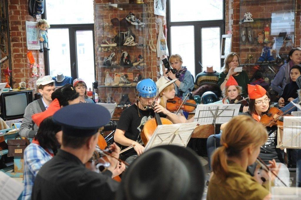 LaPrimavera  в Музее соцбыта: соло на виолончели в хоккейной маске
