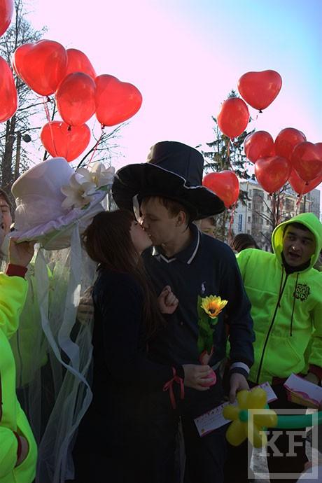 «Автобус любви» проехался по Казани