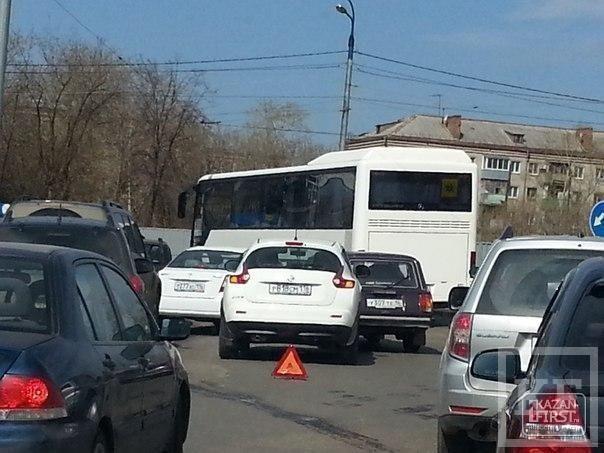 Большая пробка образовалась из-за аварии на выезде из Казани, на Горьковском шоссе