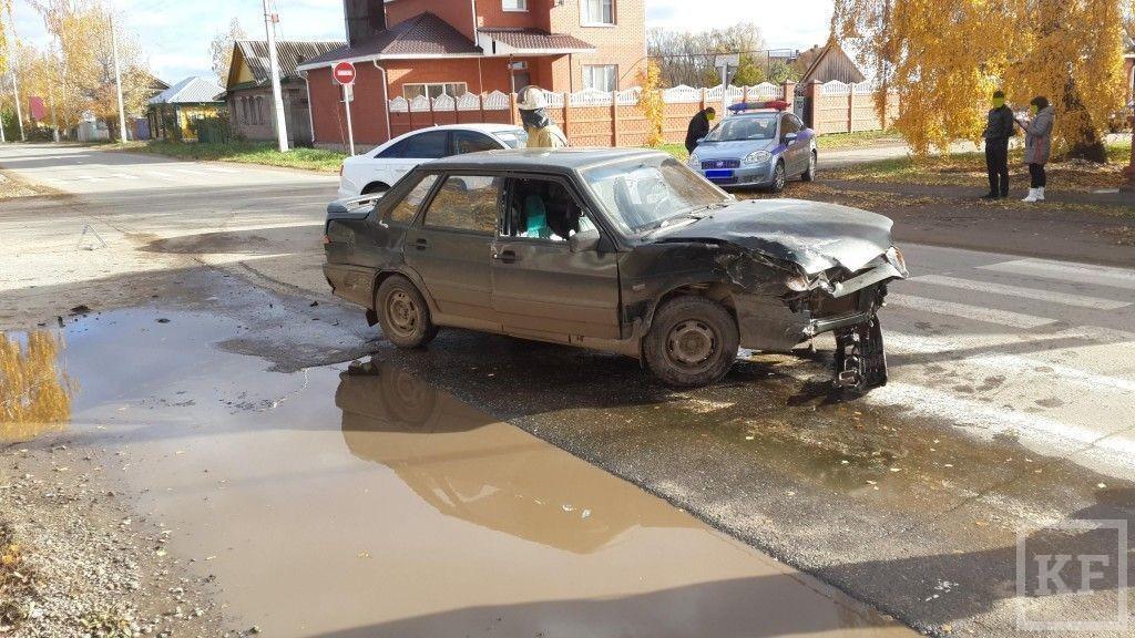 В Елабуге  лоб в лоб столкнулись два автомобиля