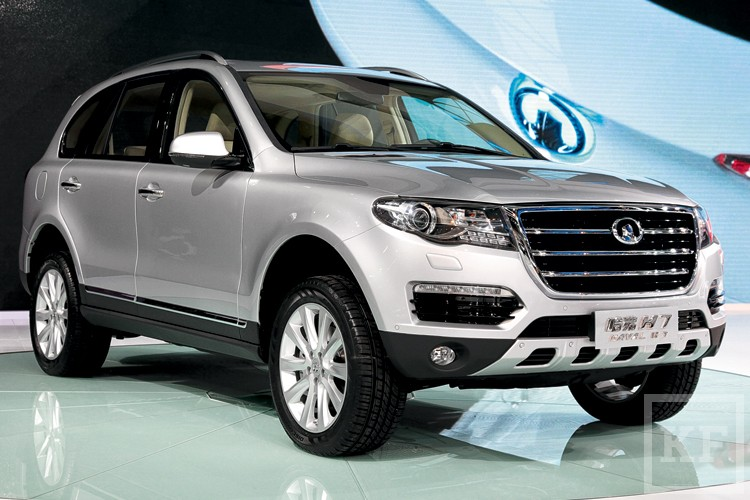Падение продаж, кризис и санкции не мешают мировым автопроизводителям завозить новые модели в Россию. Вот что появится в этом году