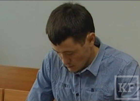 Экс-полицейский, пытавший задержанного электрическим током, взят под стражу в зале суда