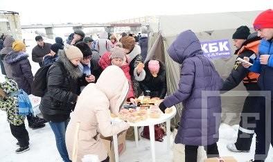 В крещенскую прорубь у храма Серафима Саровского окунулись более 200 жителей Челнов