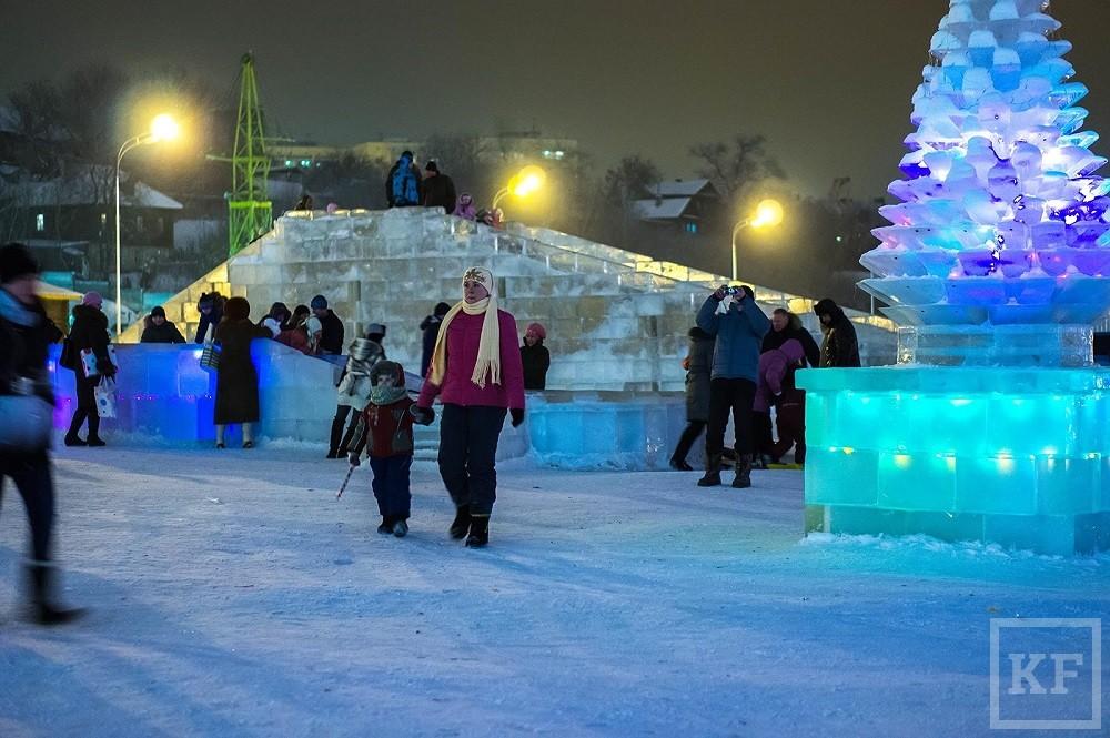 Казанцы увидят новогоднее 3D-шоу на стенах Спасской башни и гавайский курорт у стадиона «Казань Арена»