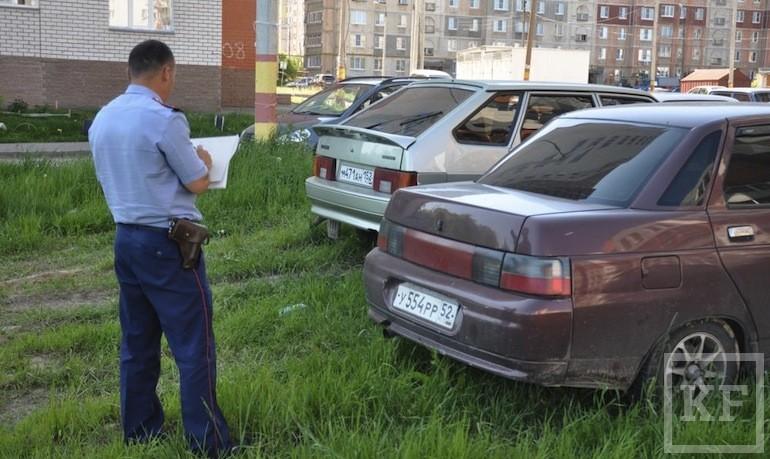 Власти Казани предлагают штрафовать автовладельцев, припарковавшихся на газонах, в парках и скверах, без составления протоколов