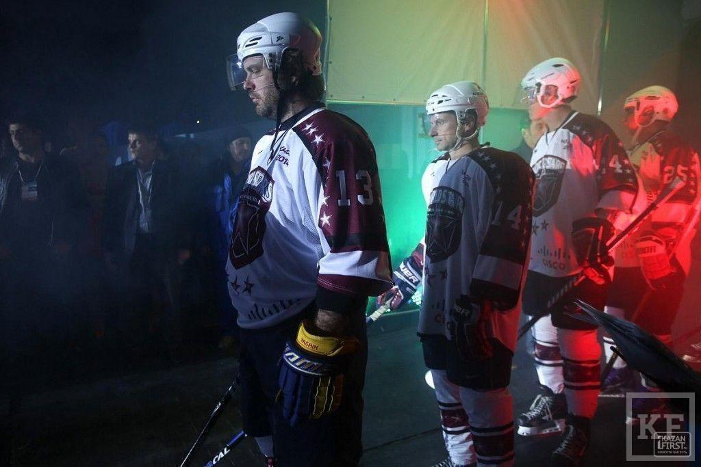 Рустам Минниханов сыграл в матче легенд хоккея и ветеранов «Ак Барса»