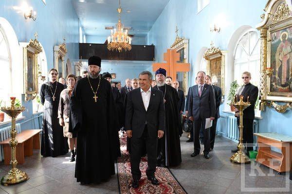 Рустам Минниханов подарил Казанской духовной семинарии микроавтобус