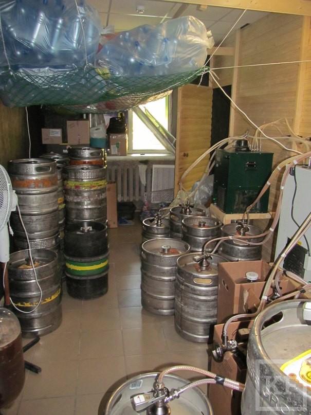 В Нижнекамске из пивного магазина неизвестные украли 65 000 рублей
