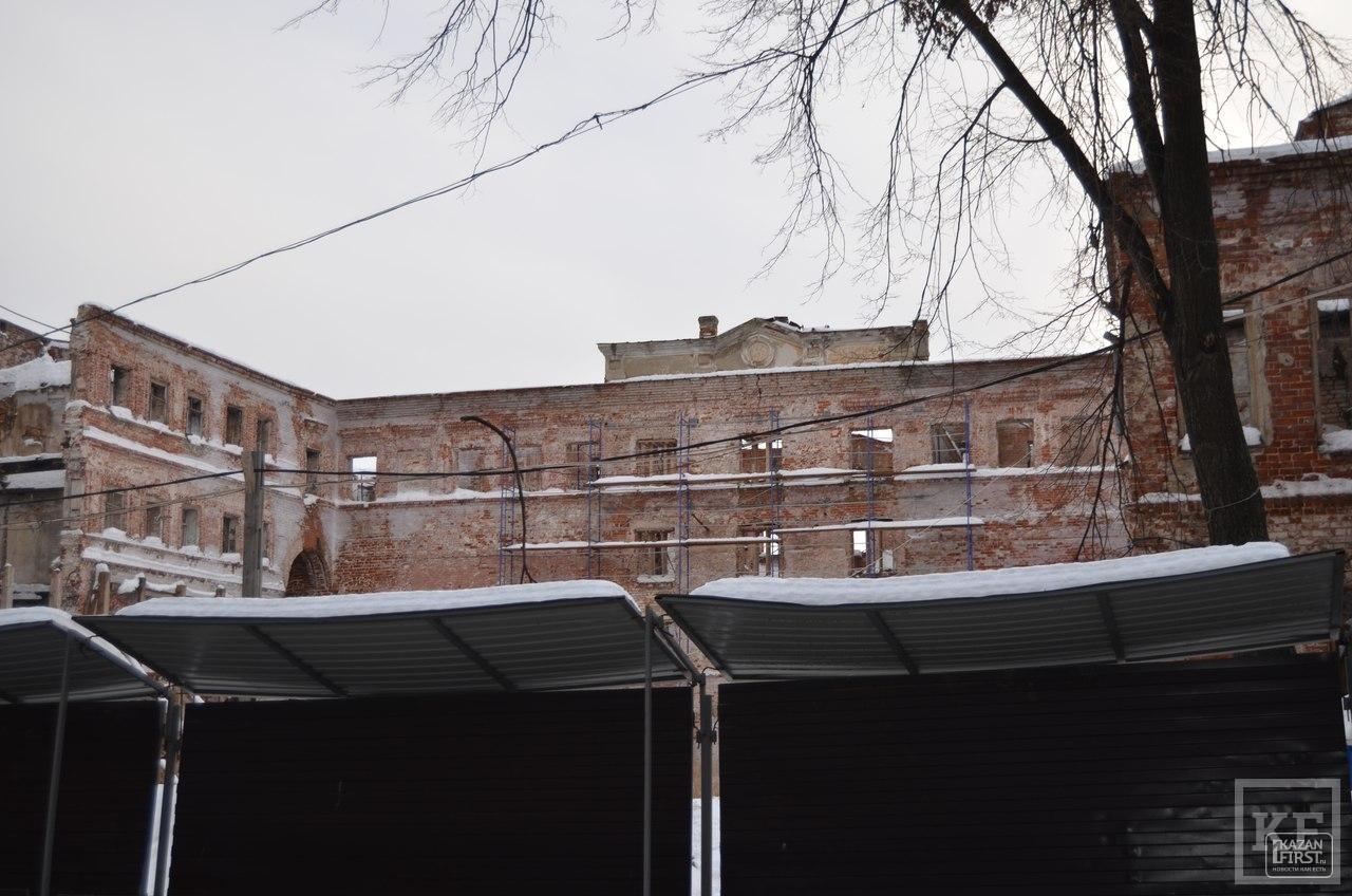 Общественники бьют тревогу: уникальный для Казани квартал домов 18 века на Рахматуллина может «сползти» с холма из-за задержки в реставрации