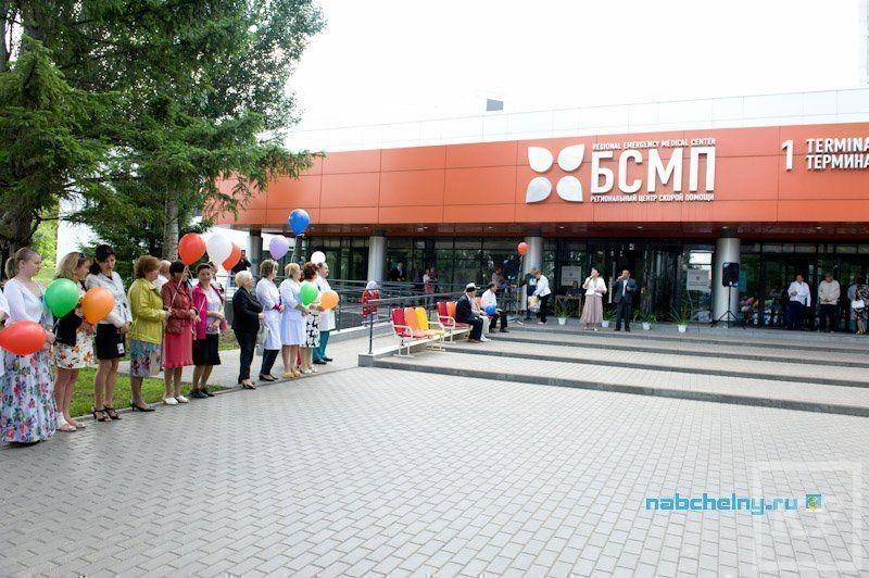 Сквер Славы медицинских работников открыли на территории БСМП Набережных Челнов